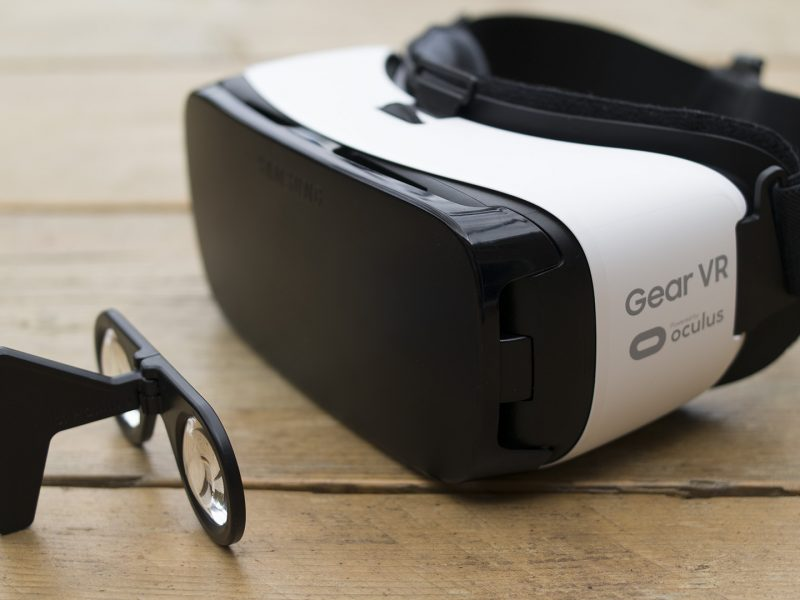 VR for the minimalist and for the fully immersive